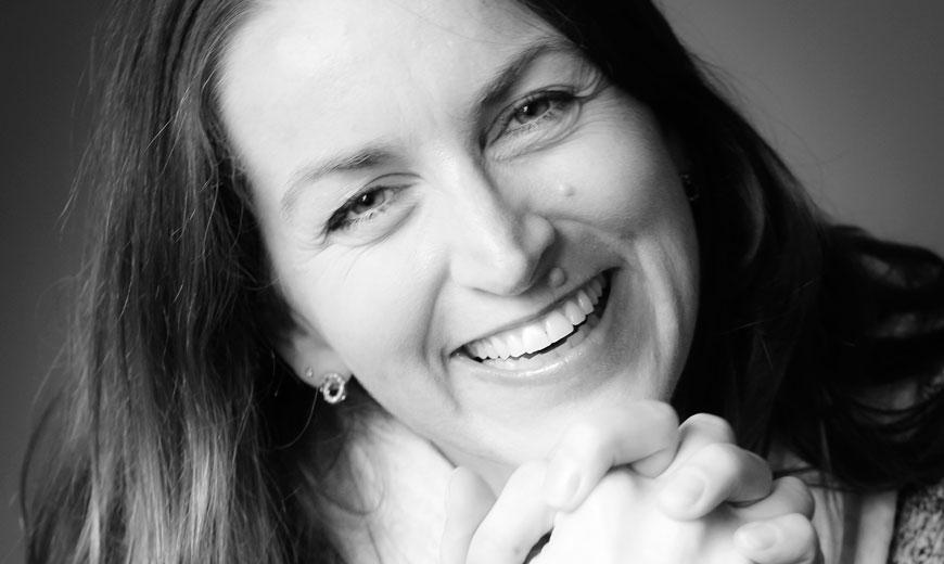 Portraitbild von Melanie Zucker - Impulsgeberin und Blog-Autorin bei DANA ARZANI